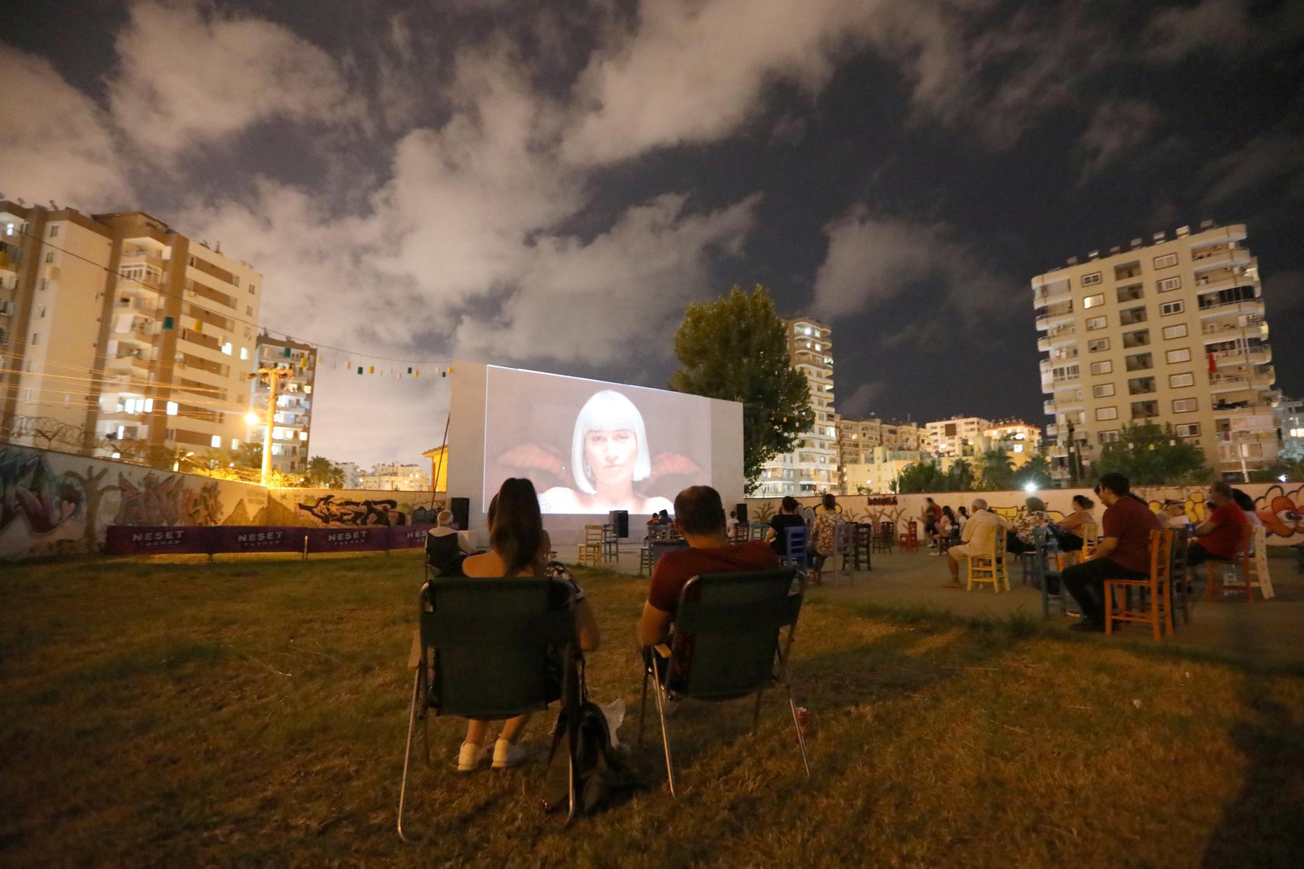 Mezitli'de nostalji sinema günleri başladı